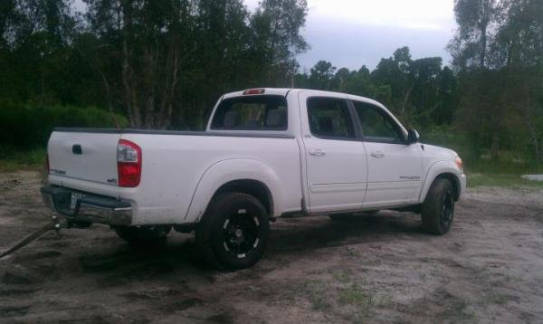 Showcase cover image for robert137's 2006 Toyota tundra
