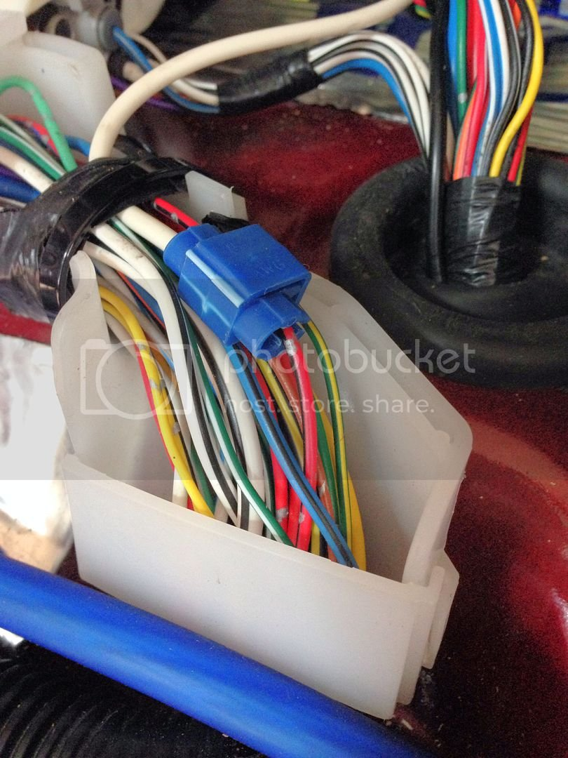 there is only one wire that i could see - the other has a blue stripe,  which could be easily mistaken for the one with the black stripe  2005 4wd  tundra