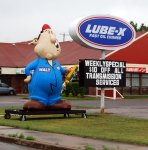 590px-Lube-X_Oil_change_Sign_and_inflatable_person_3801.jpg